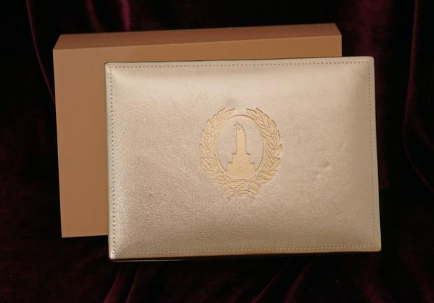 Наградная корТиснение на подарочной упаковкеобка изготовление