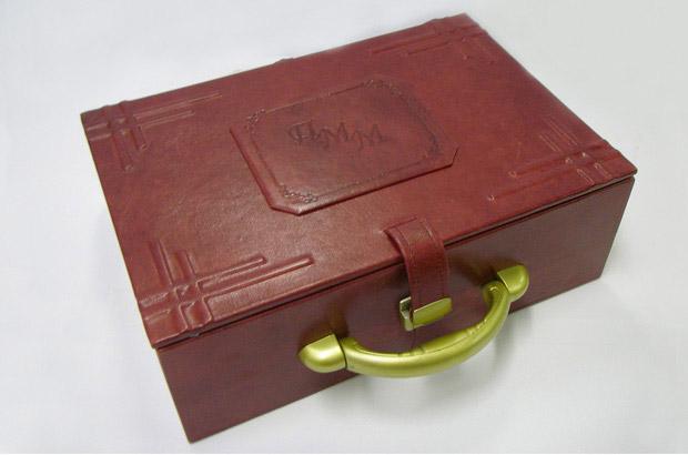 Персональный подарок в виде блокнотов и футляра