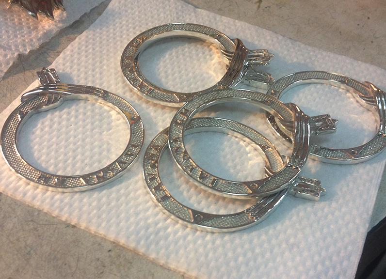 Фото Отлитая деталь в металле после обработки - изготовление наград
